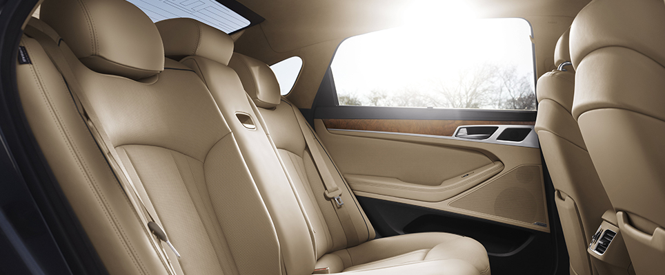MOST INTERIOR ROOM IN THE MIDSIZE LUXURY CLASS