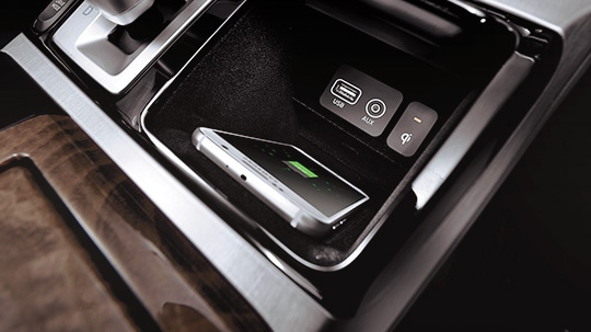 GENESIS G90 Comfort Features - Wireless Smartphone Charging Pad
